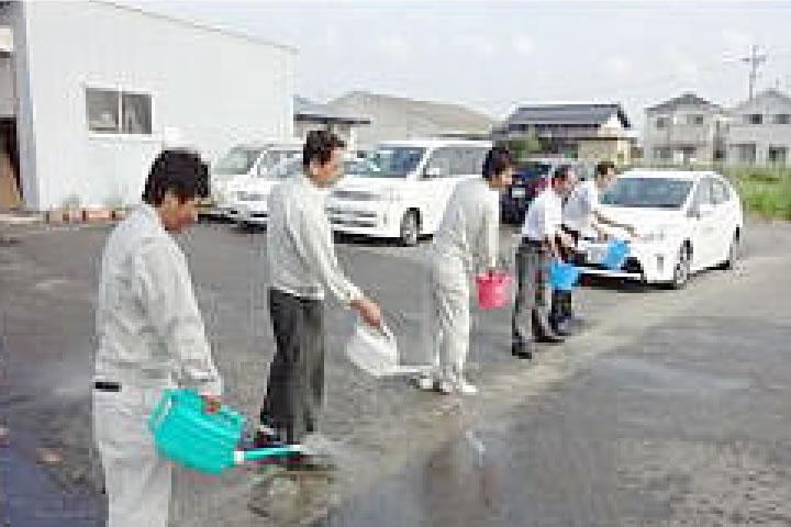 打ち水大作戦 岐阜県建設業協会 「環境を守る建設業」として地球温暖化防止のための二酸化炭素削減活動